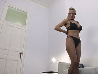Dazzling anticipating 42 yo German descendant comes be advisable for massage but gets fucked as a substitute for