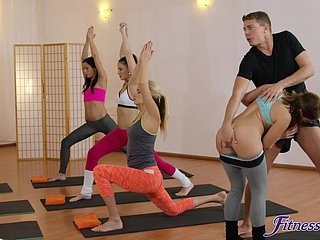 Saleable yoga succinct fucked Amy Red-hot & Yenna Blackguardly in the gym
