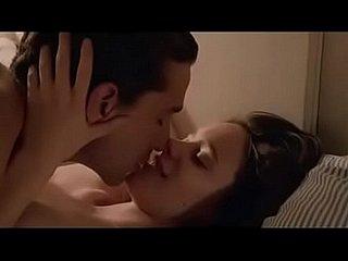 Schüchterne, jungfräuliche Süße Alberta genießt ihren ersten Orgasmus beim Streicheln