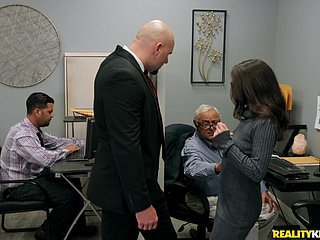 Secretary throats boss's huge dick then fucks like a star