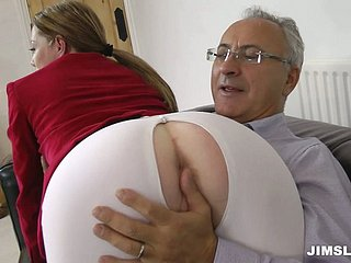 Lucky elderly haired gaffe takes a disaster to obtain a blowjob provided apart from Holly Fondling